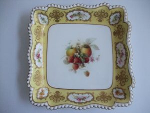 RRoyal Worcester serving dishoyal Worcester serving dish